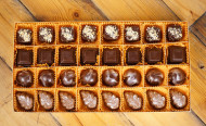 Chocolate & Peanuts (32 pcs)