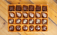 Chocolate & Peanuts (24 pcs)